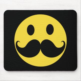 Cara retra del smiley del amarillo del bigote tapete de ratón