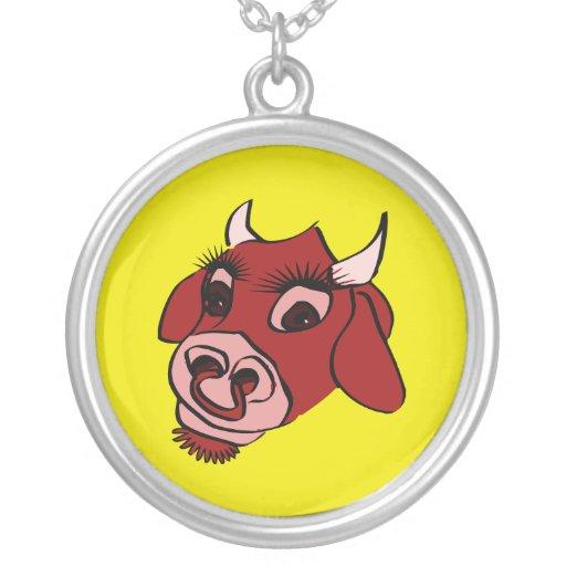 Cara roja de la vaca del dibujo animado colgante redondo