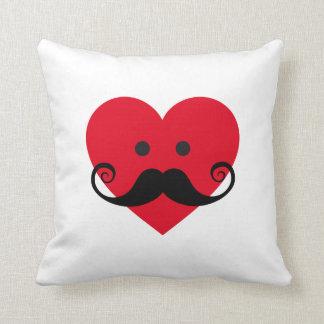 Cara roja del corazón del diseño de la almohada co