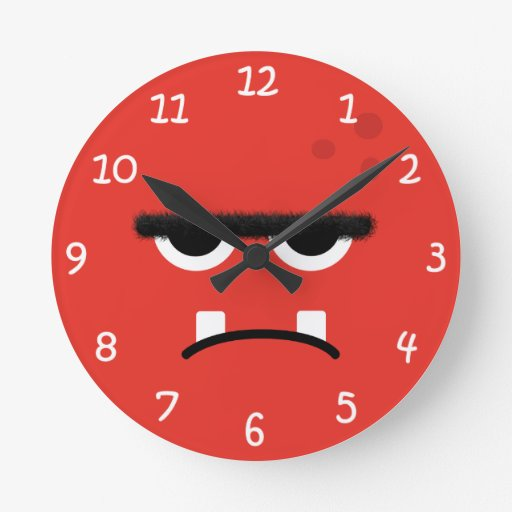 Cara roja divertida del monstruo reloj redondo mediano
