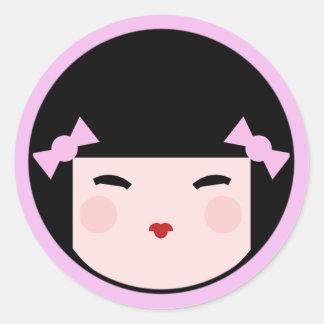 Cara rosada de la muñeca de Kokeshi Pegatina Redonda