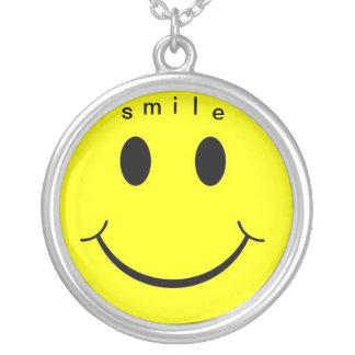 cara sonriente 1, s, m, i, l, e colgante redondo