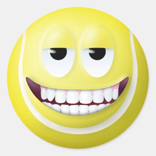 Cara sonriente 2 de la pelota de tenis pegatina redonda