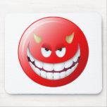 Cara sonriente 2 del diablo alfombrilla de raton
