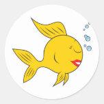 Cara sonriente a pescado etiqueta redonda