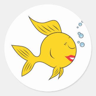 Cara sonriente a pescado pegatina redonda