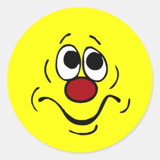 Cara sonriente agujereada Grumpey Pegatina Redonda