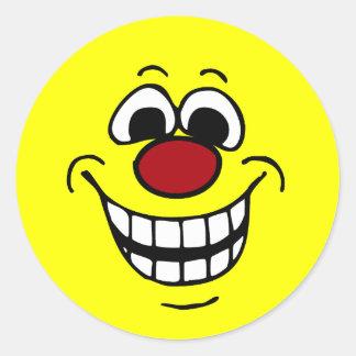 Cara sonriente alegre Grumpey Etiqueta Redonda