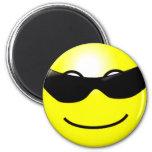 Cara sonriente amarilla de las gafas de sol fresca iman para frigorífico