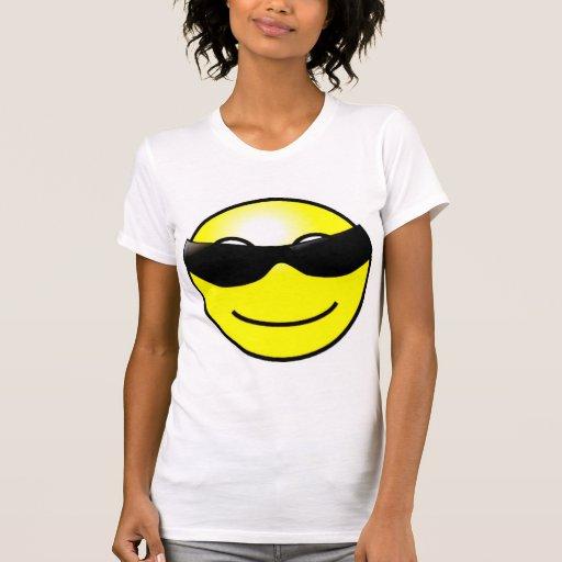Cara sonriente amarilla de las gafas de sol camisetas