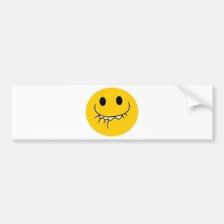 Cara sonriente amarilla de risa suprimida pegatina para auto