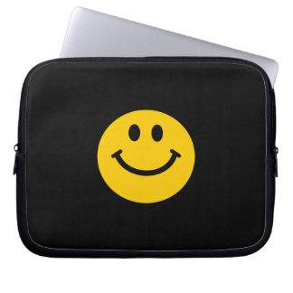 Cara sonriente amarilla fundas portátiles