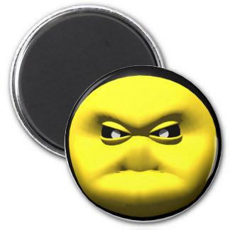 Cara sonriente amarilla que está enojada imán de nevera