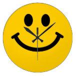 Cara sonriente amarilla relojes de pared