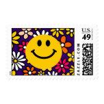 Cara sonriente amarilla sello postal