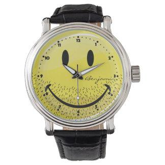 Cara sonriente barbuda del acerino polvoriento relojes de pulsera