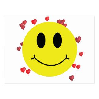 Cara sonriente con los corazones rojos postal
