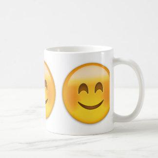 Cara sonriente con los ojos sonrientes Emoji Taza Básica Blanca