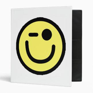 Cara sonriente de guiño amarilla