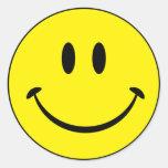 Cara sonriente de la felicidad etiquetas redondas