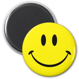 Cara sonriente de la felicidad imán redondo 5 cm