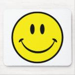 Cara sonriente de la felicidad tapetes de ratón