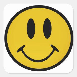 Cara sonriente de oro pegatina cuadrada