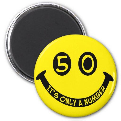 ¡cara sonriente del 50.o cumpleaños, es solamente  imanes de nevera