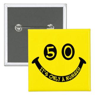 ¡cara sonriente del 50.o cumpleaños, es solamente  pin
