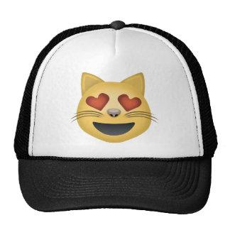 Cara sonriente del gato con los ojos en forma de gorra