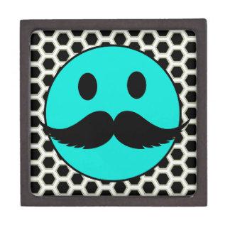 Cara sonriente divertida retra con el bigote Stach Cajas De Recuerdo De Calidad