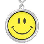 Cara sonriente feliz original colgante redondo
