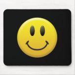 Cara sonriente feliz tapetes de ratón