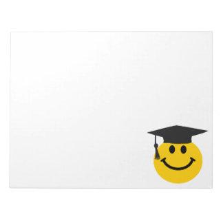 Cara sonriente graduada libretas para notas