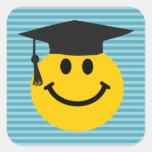 Cara sonriente graduada pegatina cuadrada