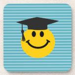 Cara sonriente graduada posavaso