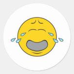 Cara sonriente gritadora de gimoteo etiqueta redonda