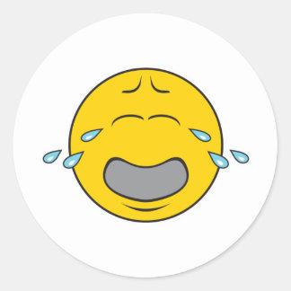 Cara sonriente gritadora de gimoteo pegatina redonda