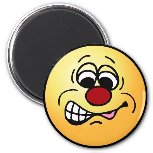 Cara sonriente Grumpey del empleado contrariedad Iman De Frigorífico