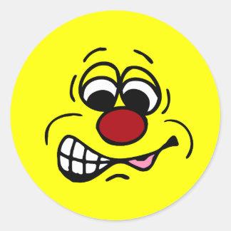 Cara sonriente Grumpey del empleado contrariedad Pegatina Redonda
