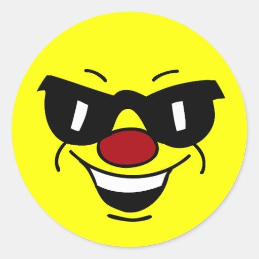 Cara sonriente Hungover Grumpey Etiquetas Redondas