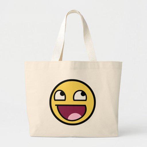 Cara sonriente impresionante bolsas