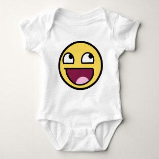 Cara sonriente impresionante mameluco de bebé