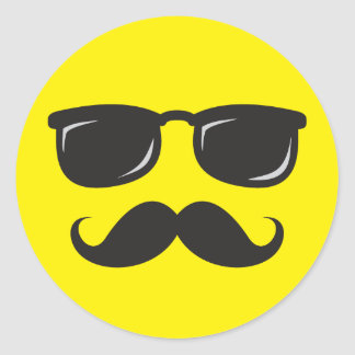Cara sonriente incógnita con el bigote y las gafas pegatina redonda