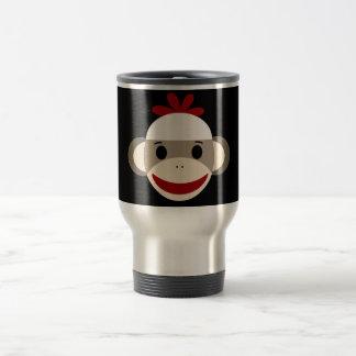 Cara sonriente linda del mono del calcetín en taza térmica