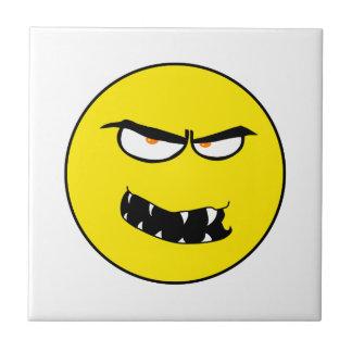 Cara sonriente malvada asustadiza azulejo cuadrado pequeño