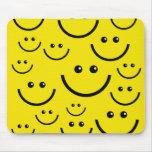 ¡Cara sonriente sonriente! Alfombrillas De Ratones