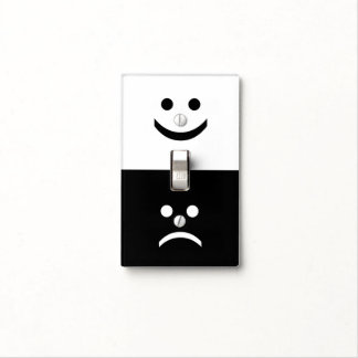 Cara sonriente triste blanca negra caprichosa cubierta para interruptor