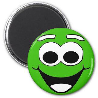 Cara sonriente verde del dibujo animado imán redondo 5 cm