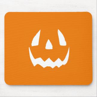 Cara tallada de la calabaza de Halloween Alfombrillas De Ratones